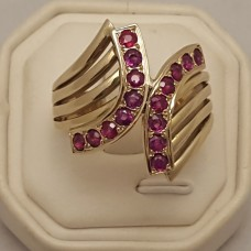 18ct GOLD and RUBY RING