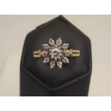 18ct GOLD, VINTAGE DIAMOND CLUSTER