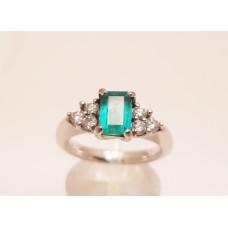 18ct WHITE GOLD, NATURAL EMERALD & DIAMOND RING
